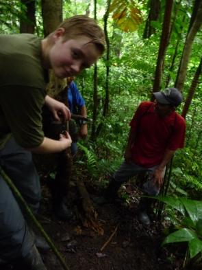 Erster Ausflug mit Jäger und Guide Enrique und Kamerafalle